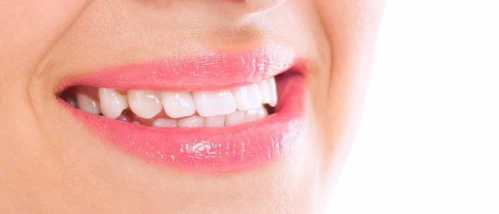 Effektive Herpes Behandlung: Der Mund einer Frau ohne Herpes - Herpesfreier Mund
